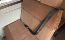 キャンピングカーの座席シート変更(進行方向偏)